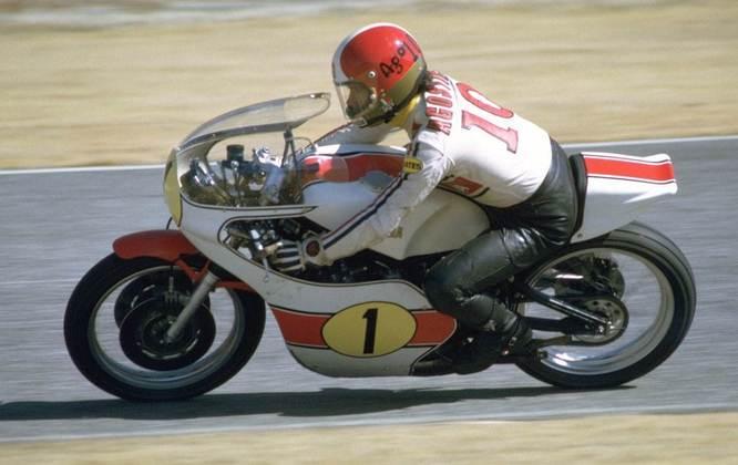 Giacomo Agostini foi o piloto com maior número de títulos no Mundial de Motovelocidade: 15
