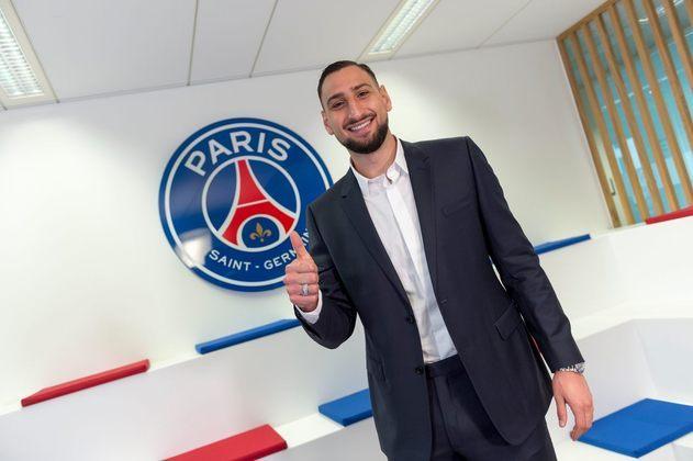 GIANLUIGI DONNARUMMA: O eleito melhor goleiro da Eurocopa 2020 deixou o Milan para acertar com o PSG, da França. O contrato do jogador com o novo clube é válido por cinco anos