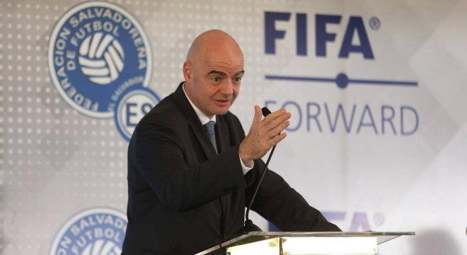 Entidade máxima do futebol, Fifa vai auxiliar associações com R$ 7,7 bilhões