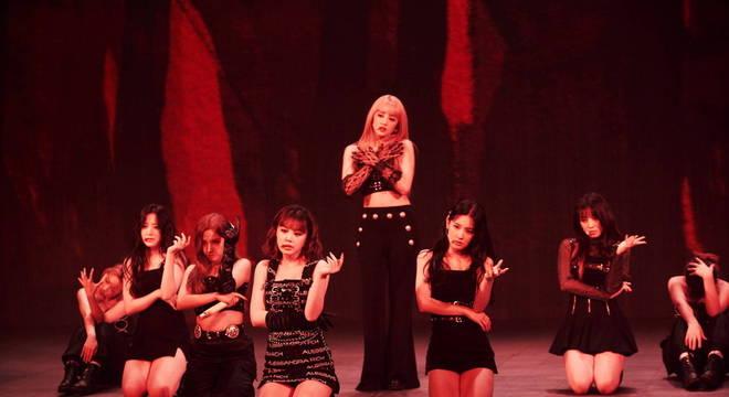 O último single do grupo, Oh My God, também entrou no setlist