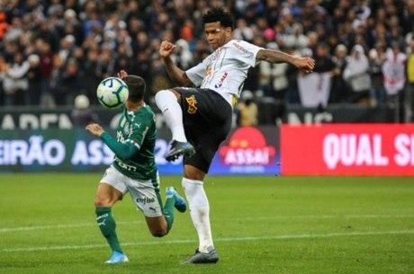 Gil era a peça que faltava na defesa do Corinthians