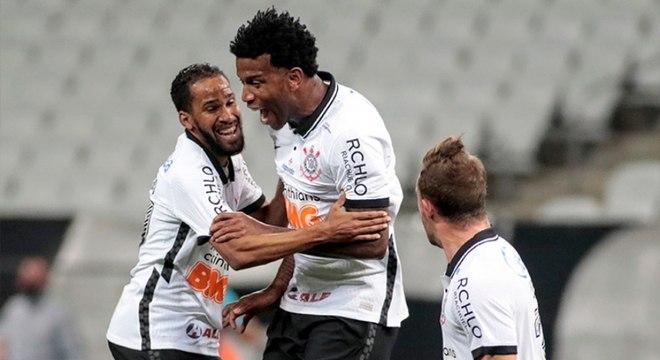 Gil comemora gol da vitória do Corinthians sobre o Palmeiras