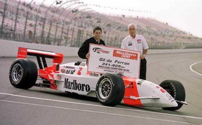Gil de Ferran conquistou o título de 2000 da IRL pela Penske