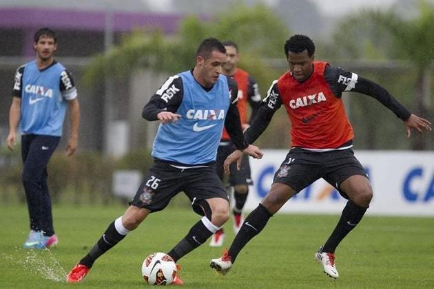 Gil - Renato Augusto foi companheiro do zagueiro entre 2013 e 2015 no Corinthians. Além disso, fizeram jogos pela Seleção Brasileira.