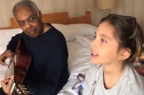 Gilberto Gil e neta ensaiam juntos