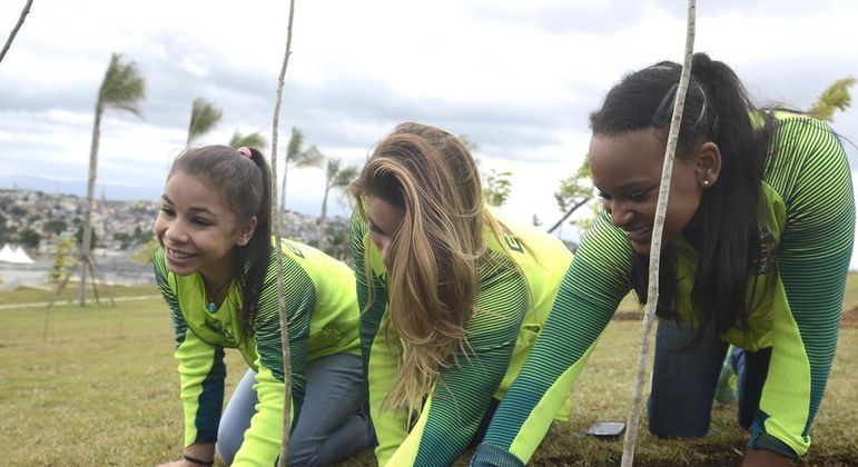 Ginastas olímpicas Flávia Saraiva, Jade Barbosa e Rebeca Andrade