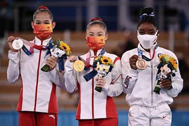 GINÁSTICA - A China fez dobradinha na trave. As chinesas Guan Chenchen e Tang Xijing conquistaram as medalhas de ouro e prata, respectivamente.