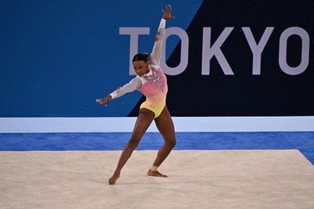 GINÁSTICA ARTÍSTICA - Após conquistar a medalha de prata na final do individual geral e o ouro no salto, Rebeca Andrade terminou a final do solo em 5º lugar. Em uma final de nível alto e de poucos erros, a brasileira falhou na primeira acrobacia e deu um passo para fora do tablado. Rebeca fez 14.033 pontos e ficou a 0.133 pontos do pódio.