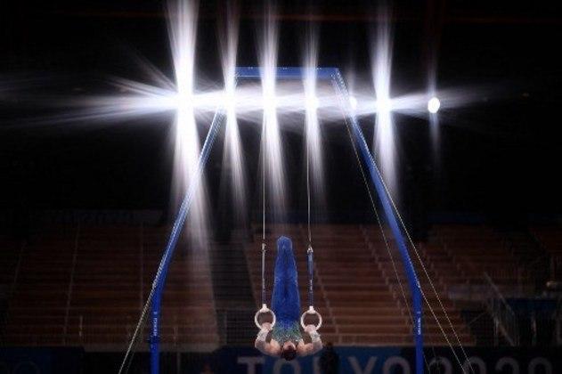 GINÁSTICA ARTÍSTICA - Medalhista de ouro em Londres-2012 e prata no Rio-2016, Arthur Zanetti se despediu dos Jogos Olímpicos de Tóquio sem medalha. O ginasta brasileiro fez uma boa apresentação na final das argolas, mas na saída do aparelho errou a cravada e caiu. A falha custou um ponto e ele terminou a prova com 14.133 pontos, na 8ª colocação.