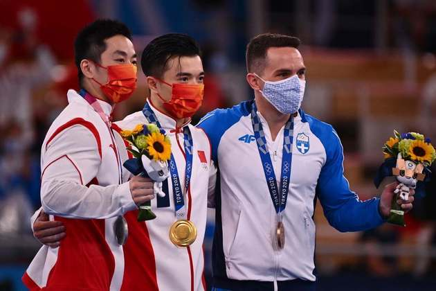 GINÁSTICA ARTÍSTICA - Os chineses Liu Yang (15.500) e You Hao (15.300) fizeram dobradinha e ganharam as medalhas de ouro e prata, respectivamente. O grego o Eleftherios Petrounias (15.200), medalhista de ouro no Rio-2016, completou o pódio e ficou com o bronze..