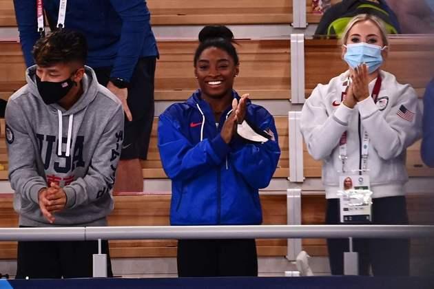 GINÁSTICA ARTÍSTICA - Simone Biles decidiu que disputará a final da trave. A multicampeã desistiu de quatro das cinco finais que conseguiu se classificar em Tóquio. A americana esteve presente na arquibancada para assistir a final do solo e vibrou com a vitória da compatriota Jade Carey.