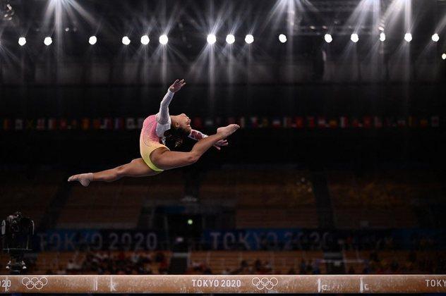 GINÁSTICA - Flávia Saraiva representou o Brasil na final da trave. A ginasta brasileira ficou longe do pódio após se desequilibrar durante a prova e fez apenas 13,133 pontos, terminando em sétimo lugar.