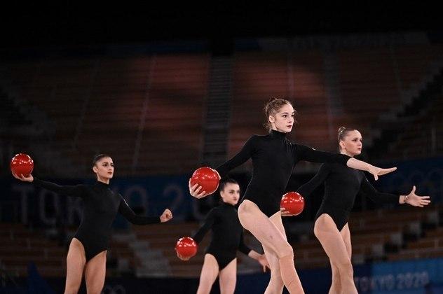GINÁSTICA RÍTMICA - A equipe do Azerbaijão se apresentou de preto pelo luto vivido em função dos constantes conflitos do país. Elas terminaram em 10º lugar com 74.350 pontos e não avançaram à final.
