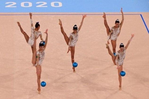 GINÁSTICA RÍTMICA - O Brasil não conseguiu se classificar para as decisões da ginástica artística nos Jogos Olímpicos de Tóquio. A equipe formada por Maria Eduarda Arakaki, Deborah Medrado, Nicole Pircio, Geovanna Santos e Beatriz Silva ficou apenas na 12ª colocação, com 73.250 pontos.