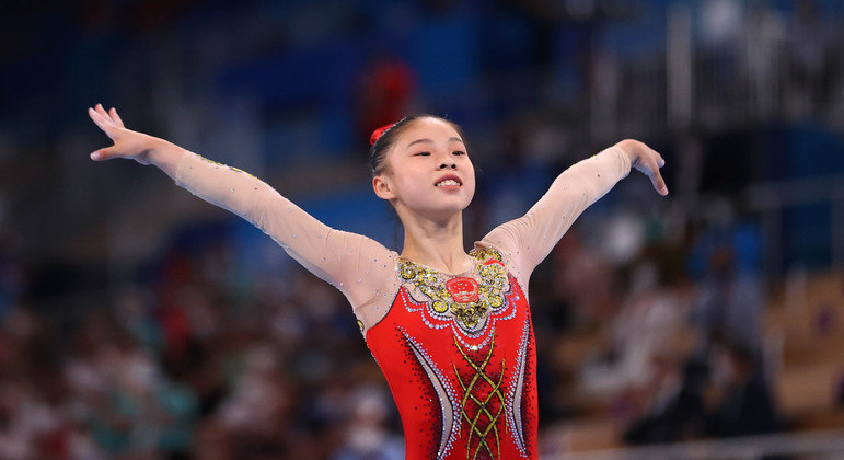 Guan Chenchen, da China, foi medalha de ouro na trave
