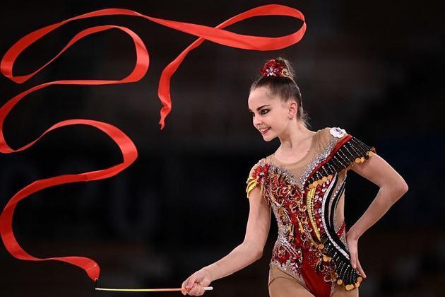 GINÁSTIMA RÍTMICA - Na abertura do individual geral da ginástica rítmica, as gêmeas russas Dina e Arina Averina confirmaram o favoritismo para o Comitê Olímpico Russo e avançaram às finais.