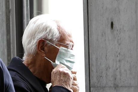 Estilista usou máscara na Semana de Moda de Milão