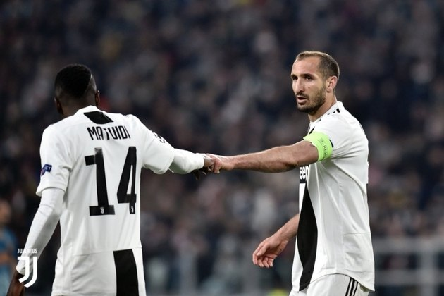 Giorgio Chiellini (36 anos) - Posição: zagueiro - Clube atual: Juventus - Valor atual: 2 milhões de euros