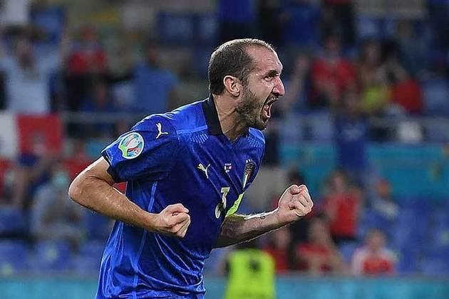 Giorgio Chiellini - Juventus - Zagueiro - 36 anos - 1,5 milhão de euros (R$ 8,9 mi) - Contrato até 30/06/2021