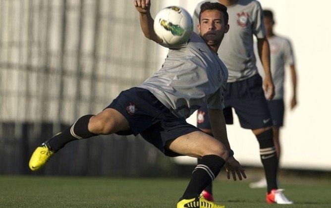 Giovanni - O meia foi surpresa na convocação de Tite para o Mundial. Foi emprestado a diversos clubes como Ponte Preta, Athletico e São Bento. Atualmente, defende o Coritiba.