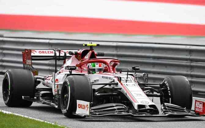 Giovinazzi acelera sua Alfa Romeo na Áustria