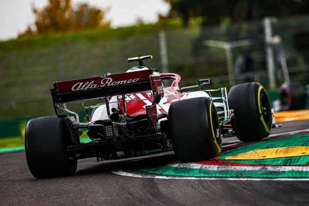 Giovinazzi fechou o top-10 em Ímola em bom desempenho da Alfa Romeo