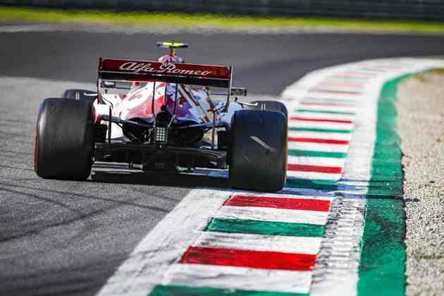 Giovinazzi foi punido durante a corrida por parar nos boxes quando não podia