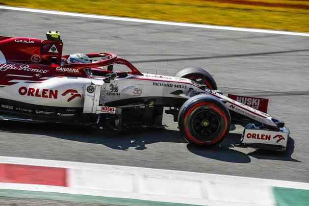 Giovinazzi novamente foi superado pelo companheiro de equipe e eliminado no Q1