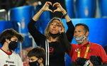 Após vencer o Super Bowl pela sétima vez, Tom Brady foi celebrado ainda dentro de campo pelos filhos e pela esposa, Gisele Bündchen. Mas a modelo brasileira não parou por aí e usou as redes sociais para declarar amor ao marido