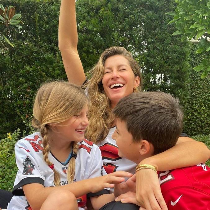 Gisele Bündchen comemorou vitória dos Buccaneers ao lado dos filhos