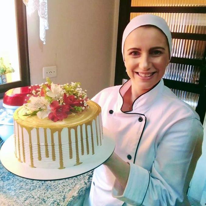 Gisele decidiu transformar o gosto de confeitar bolos para festas em negócios