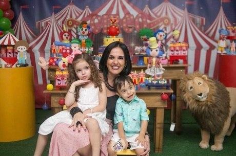 Gisely com os gêmeos Manuela e Rafael