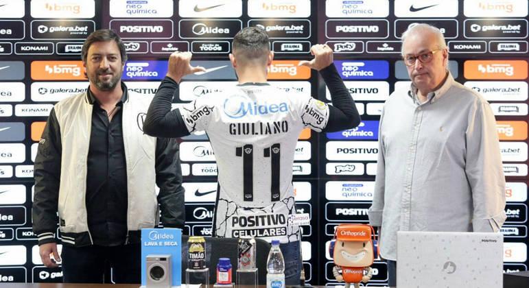 Giuliano recebe a camisa 11. Já foi cobrado pela Gaviões da Fiel. Sem ter entrado em campo