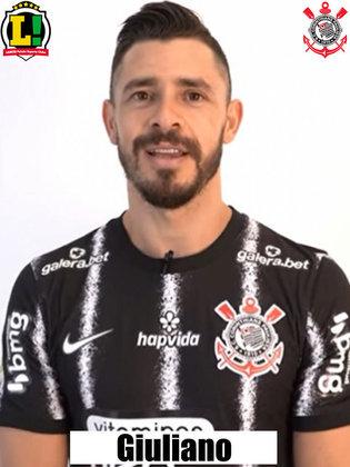 Giuliano - 2 jogos como titular com Sylvinho (contratado recentemente)