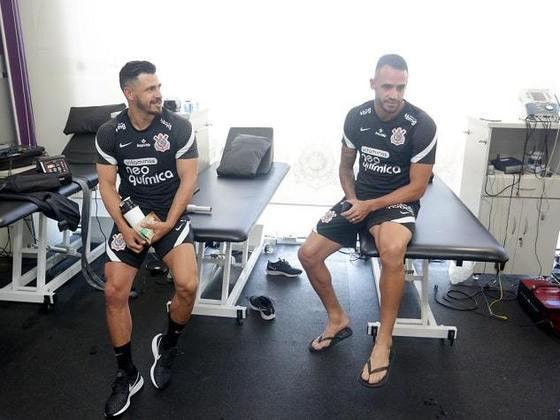 Giuliano e Renato Augusto se encontraram no CT na última quinta-feira.