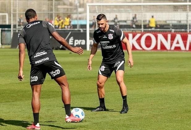 Giuliano também já treina com bola, mas não participa de toda a atividade.