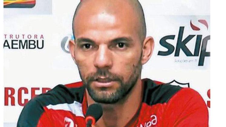 Gladstone - O zagueiro campeão brasileiro pelo Cruzeiro, em 2003, assinou com o Betim para a disputa do Módulo 2 do Campeonato Mineiro em 2020. Antes, embora no mesmo ano, havia conquistado também a Copa do Brasil, sob o comando de Vanderlei Luxemburgo. Em 2019, defendeu o Votuporanguense na Copa Paulista