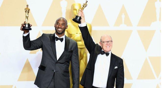 Glen Keane (à direita) ganhou o Oscar de melhor curta-metragem de animação por 'Dear Basketball', ao lado de Kobe Bryant, ex-astro da NBA