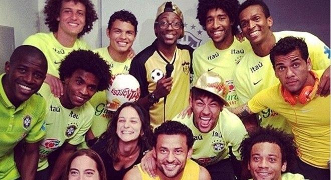 """Mumuzinho, Neymar com boné do """"Esquenta"""" na Seleção. Privilégios terminaram"""
