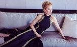 Vencedora do prêmio de Melhor Atriz pela série Undoing, Nicole Kidman apareceu bem pela no sofá de sua sala trajando um vestido da grife Louis Vuitton