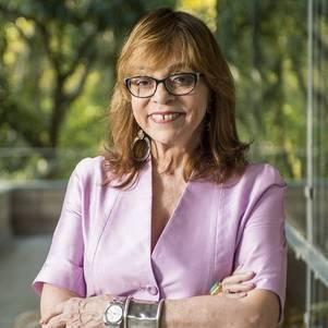 Glória Perez está na fila das 9 na Globo
