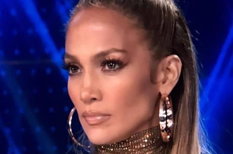 Jennifer Lopez adia planos de casamento