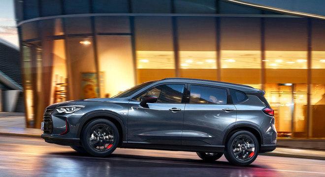 Perfil da minivan Orlando que tem 4,70m no mercado chinês e generosos 2,73m de entre-eixos