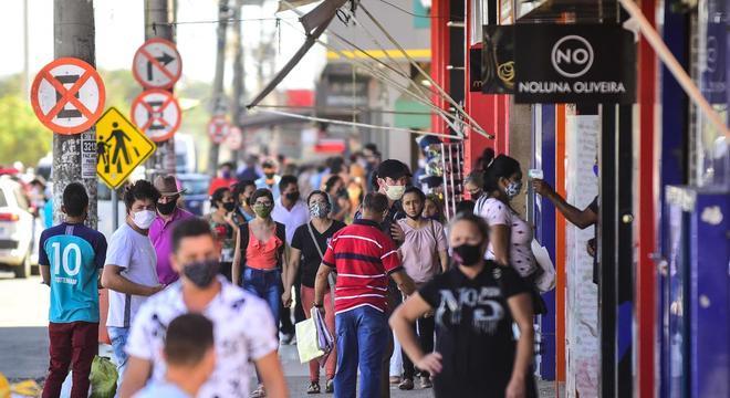 Movimento em região comercial em Goiânia