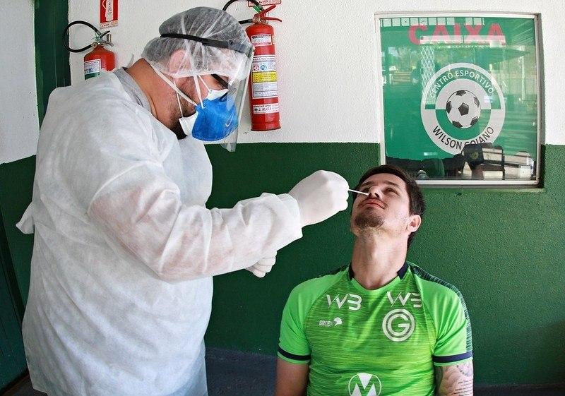 Nove jogadores do Goiás infectados. Resultado saiu apenas hoje