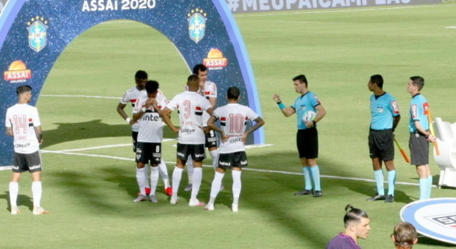 Partida contra o Goiás foi suspensa minutos antes da bola rolar
