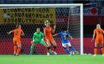 Mas não demorou muito para a seleção brasileira chegar ao empate, com gol da Debinha, aos 15 minutos