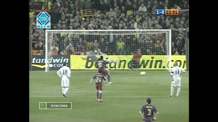 Gol de pênalti contra o Real Madrid - No Campeonato Espanhol 2005/2006, Barcelona e Real Madrid empataram em 1 a 1 e Ronaldinho abriu o placar em bela cobrança de pênalti.