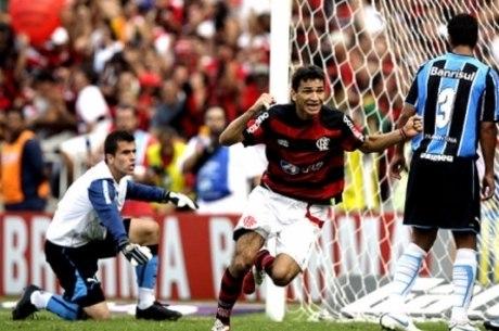 Angelim fez gol do título Brasileiro de 2009 do Fla