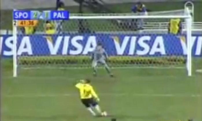 Gol na Libertadores contra o Palmeiras - Nas oitavas de final Copa Libertadores de 2006, o São Paulo enfrentou o seu rival Palmeiras. Com o primeiro jogo terminando em 1 a 1, os dois times precisavam da vitória para avançar. O jogo da volta estava empatado, também por 1 a 1, até que Rogério Ceni fez de pênalti e garantiu a classificação do Tricolor.